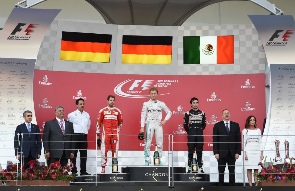 President Aliyev, his spouse present F1 trophies to European Grand Prix winners
