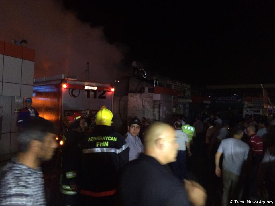 Big fire extinguished at car market in Baku (PHOTO/VIDEO)