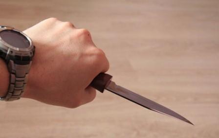 İki dost bir-birini bıçaqlayıb