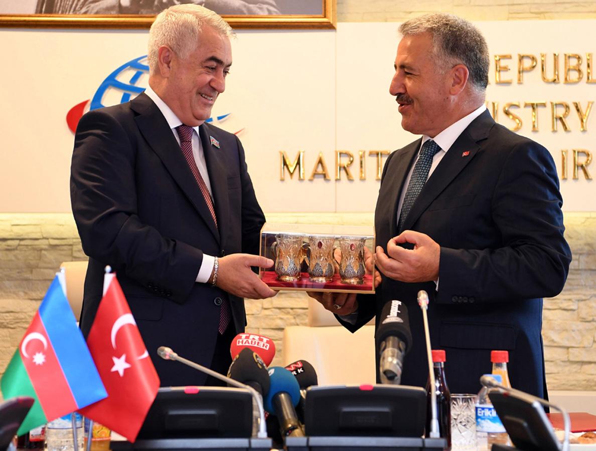 Azerbaycan, Gürcistan ve Türkiye Bakü-Tiflis-Kars demiryolu için tarifeleri belirleyecek