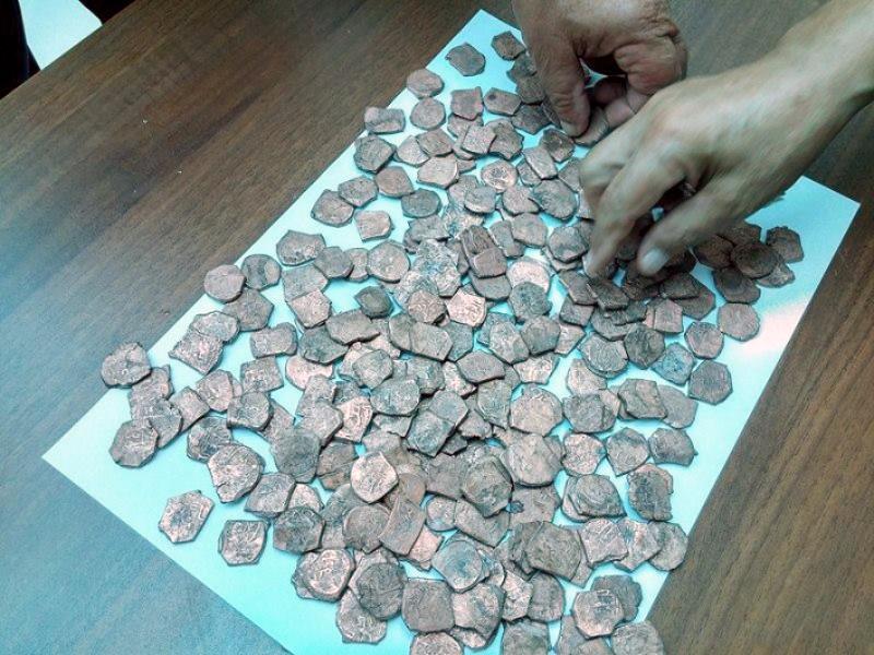 В джалилабаде обнаружен денежный клад xii века (фото).