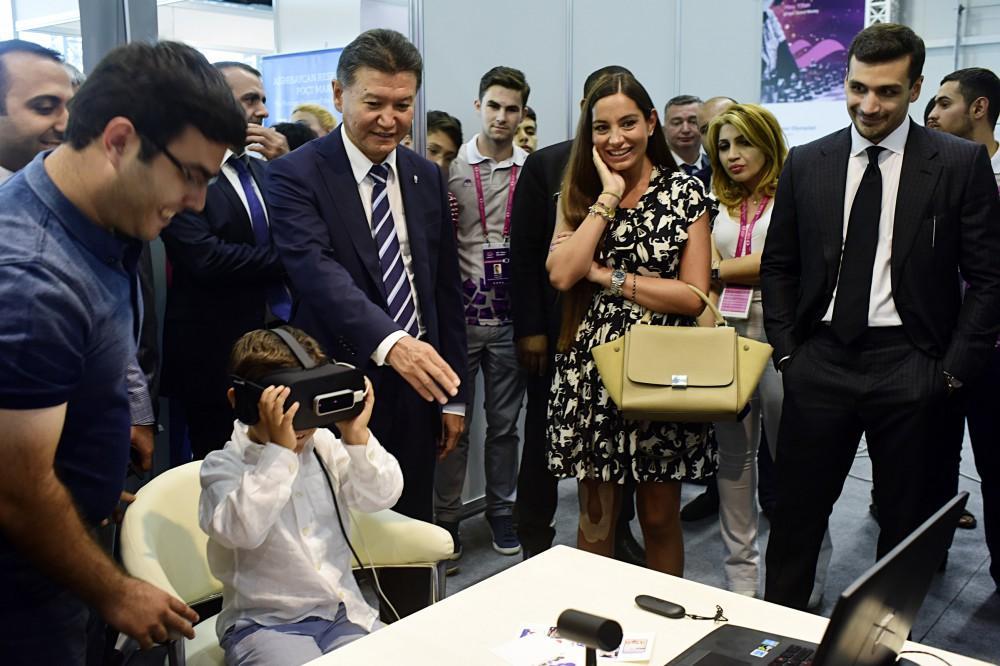 Выставочный зал Бакинской шахматной олимпиады вызывает большой интерес у любителей спорта (ФОТО)
