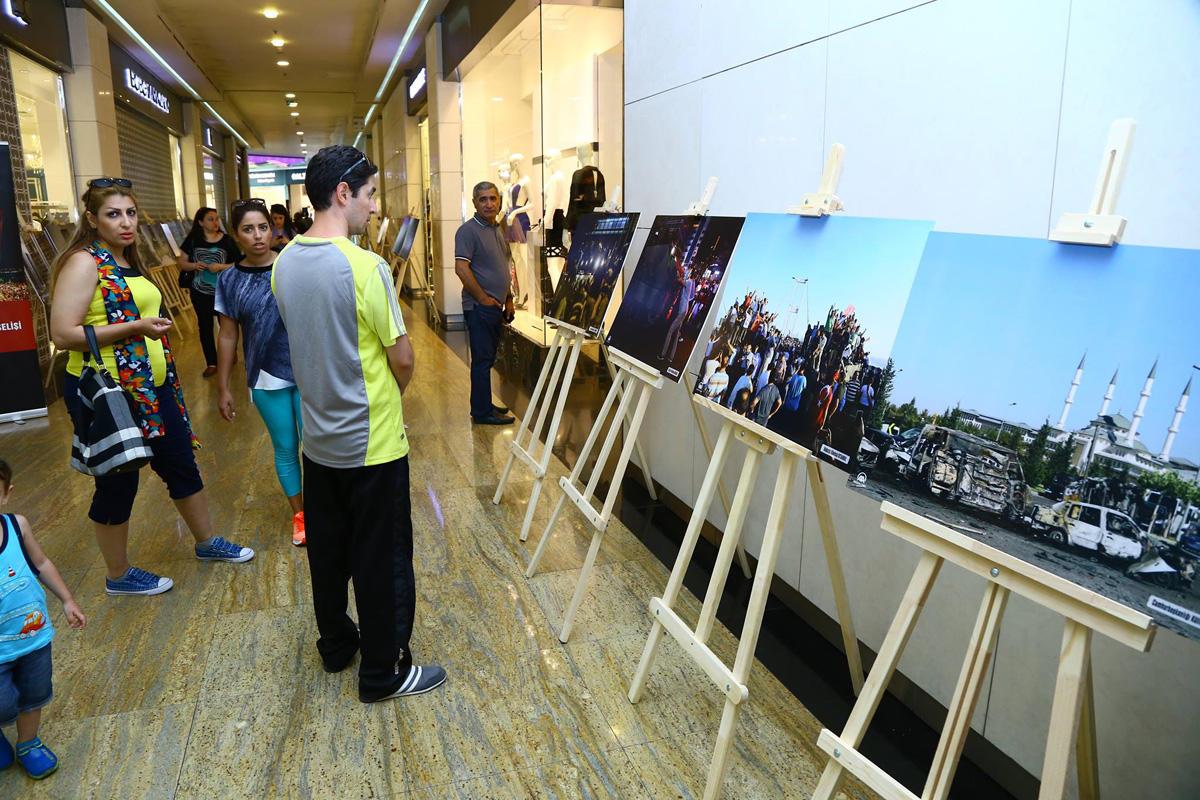 Bakü'de '15 Temmuz Milli İradenin Yükselişi' fotoğraf sergisi açıldı