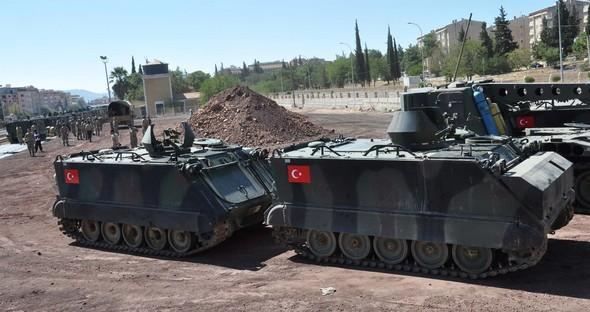 Турция направила военную колонну на границу с Сирией