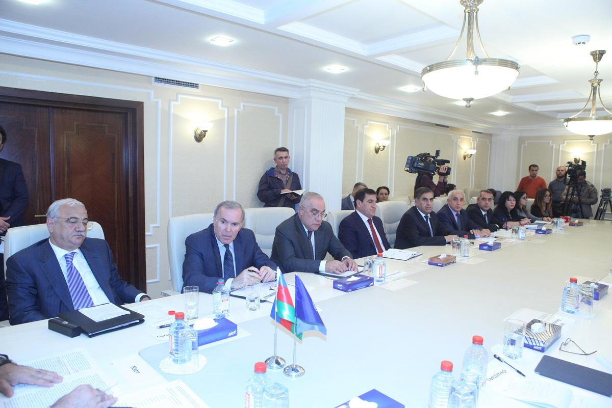 В Азербайджане создана Трехсторонняя комиссия по социальным и экономическим вопросам (ФОТО)