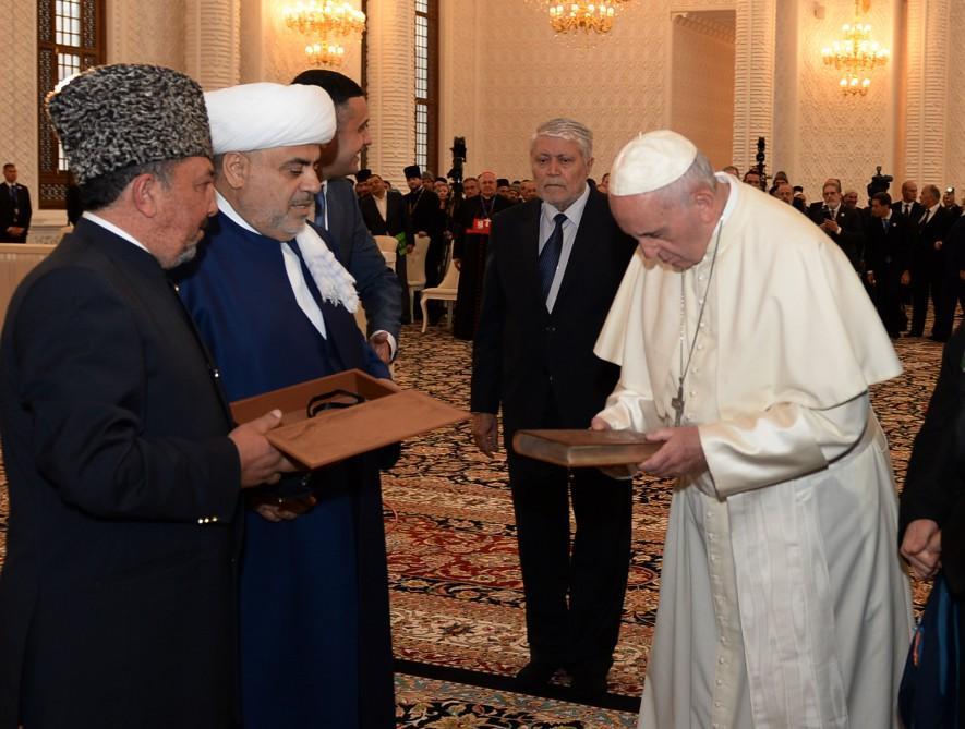 Pope Francis visits Heydar Mosque in Baku