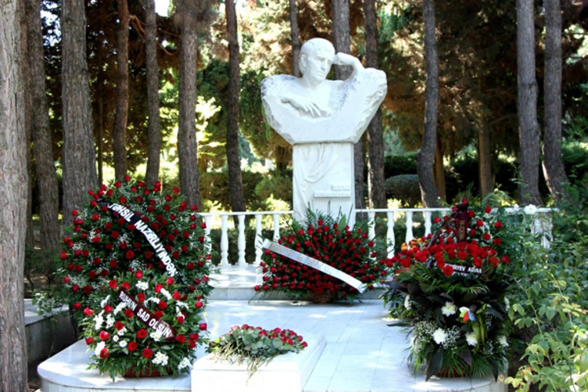 В Баку почтили память Ильяса Эфендиева (ФОТО)