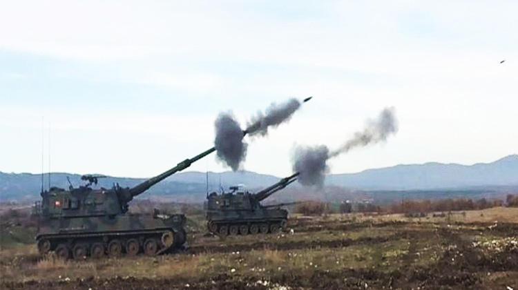 ВС Турции подвергли артобстрелам позиции террористов в Африне