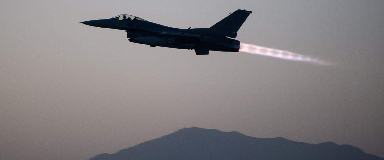 Las fuerzas armadas de los EAU anuncian planes para comprar cinco aviones 2
