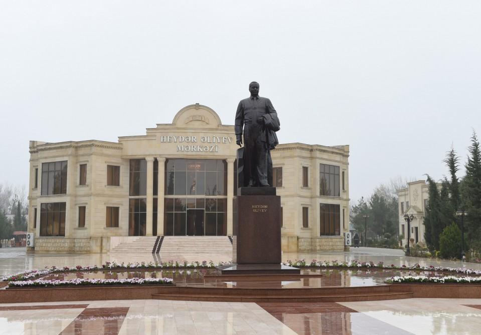 Prezident İlham Əliyev və xanımı Zərdaba səfərə gəliblər (FOTO)