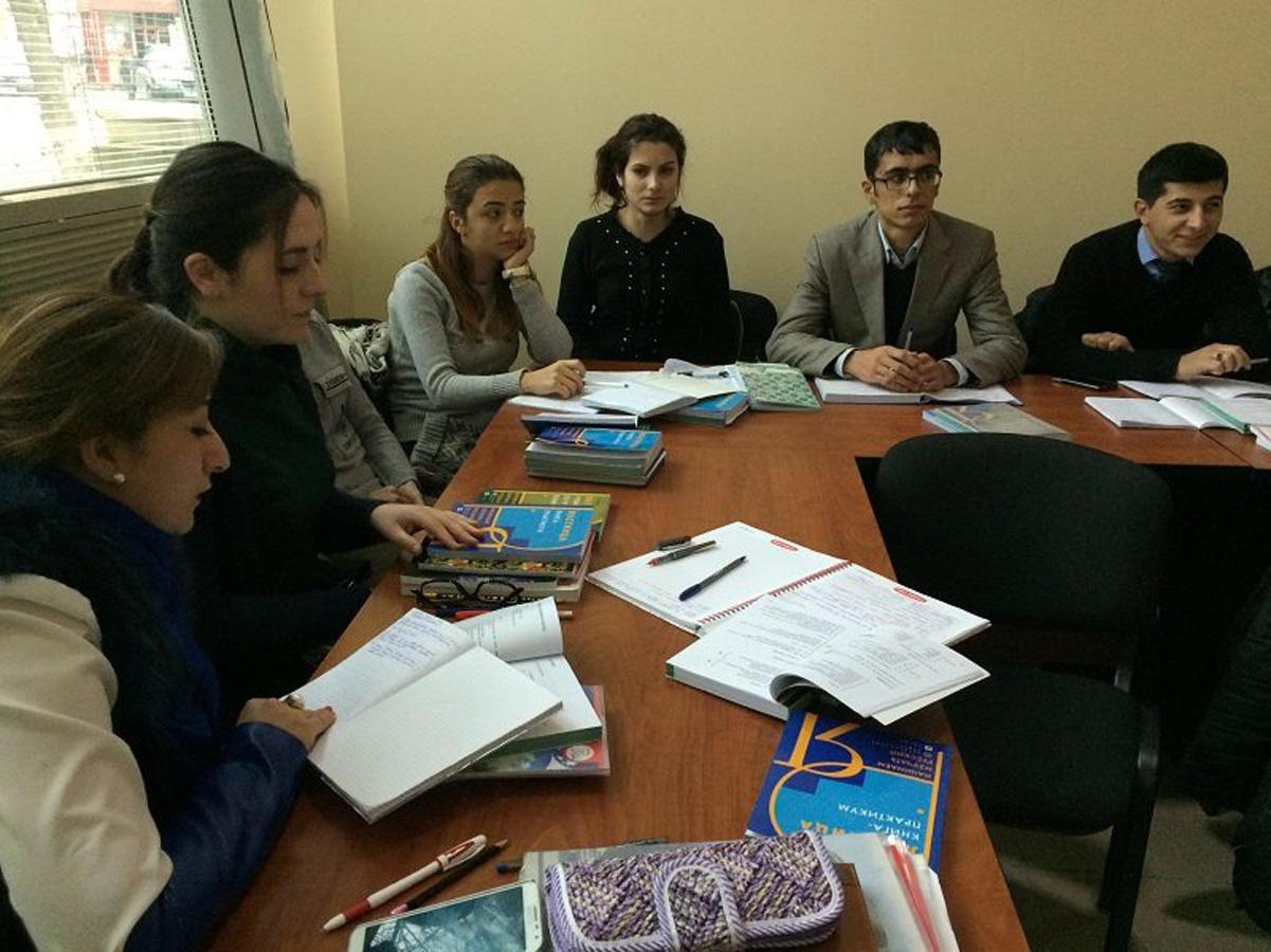 Rus dili üzrə ödənişsiz kurslar davam edir (FOTO)