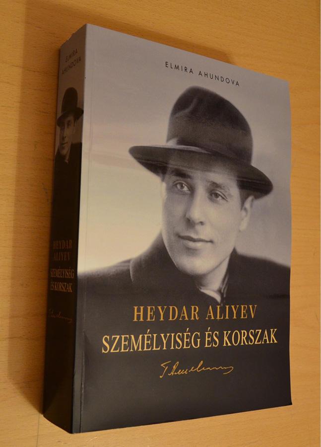 """Heydər Əliyevə həsr olunmuş """"Şəxsiyyət və zaman"""" romanı macar dilində nəşr olunub"""