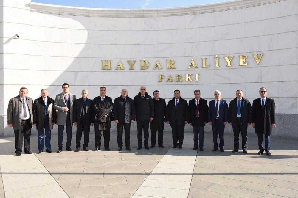 Azərbaycanın aparıcı KİV rəhbərləri Ankarada səfərdədirlər (FOTO)