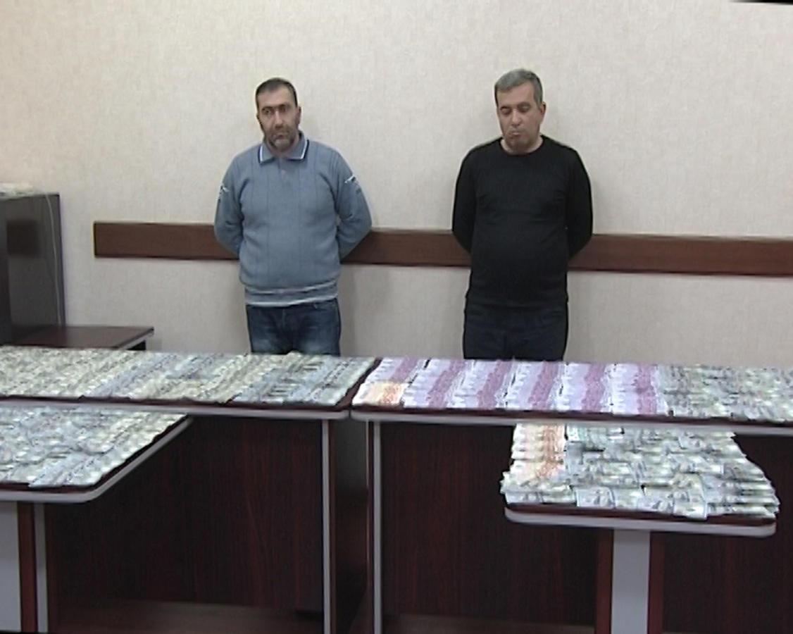 """""""Qara bazar""""da külli miqdarda xarici valyuta satanlar saxlanıldı (FOTO)"""