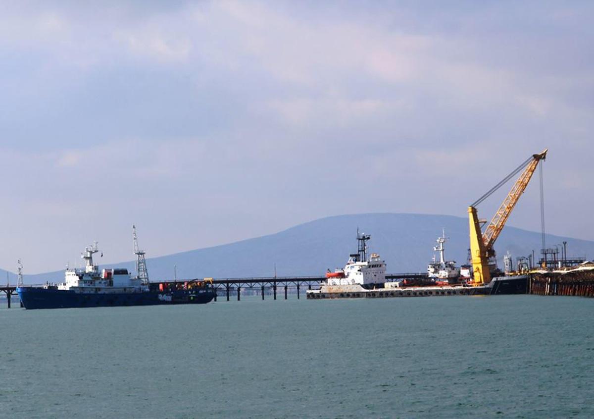 К поискам пропавших без вести азербайджанских нефтяников привлечены водолазы (ФОТО)