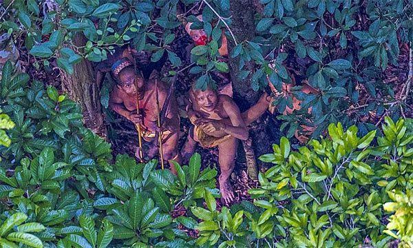 Amazon qəbiləsinin daha əvvəl heç yerdə görülməmiş fotoları çəkilib