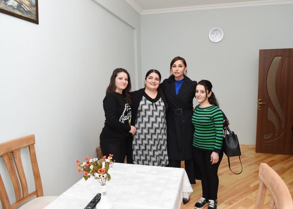 Mehriban Əliyeva uşaq evlərini bitirən gənclər üçün yaşayış binasının açılış mərasimində iştirak edib (FOTO)