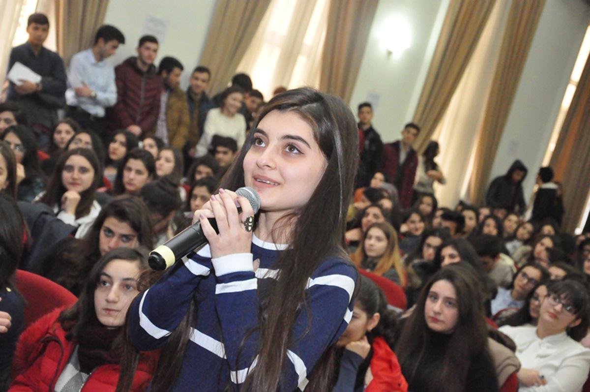 Azərbaycan Dillər Universiteti rəhbərliyinin tələbələrlə görüşü keçirilib (FOTO)