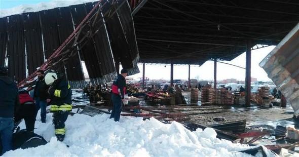 Bazarın damı çökdü: yaralılar var (VİDEO)