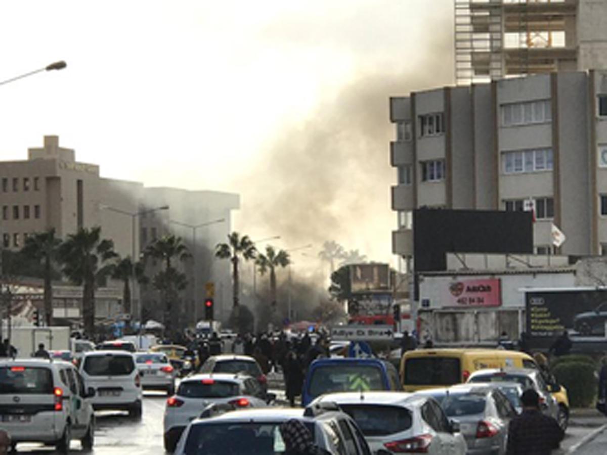Son Dakika: İzmir'de adliye yakınında patlama: 2 şehit 10 yaralı
