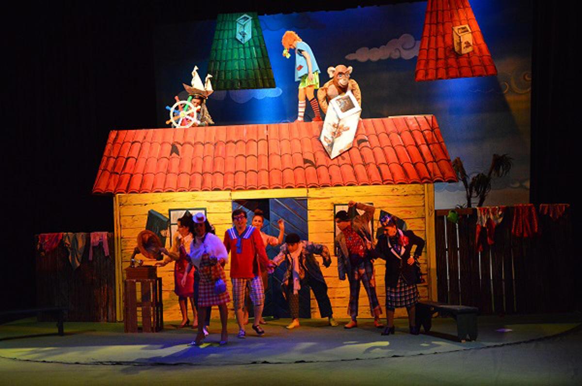 Gənc Tamaşaçılar Teatrına təşəkkür edirlər...  (FOTO)