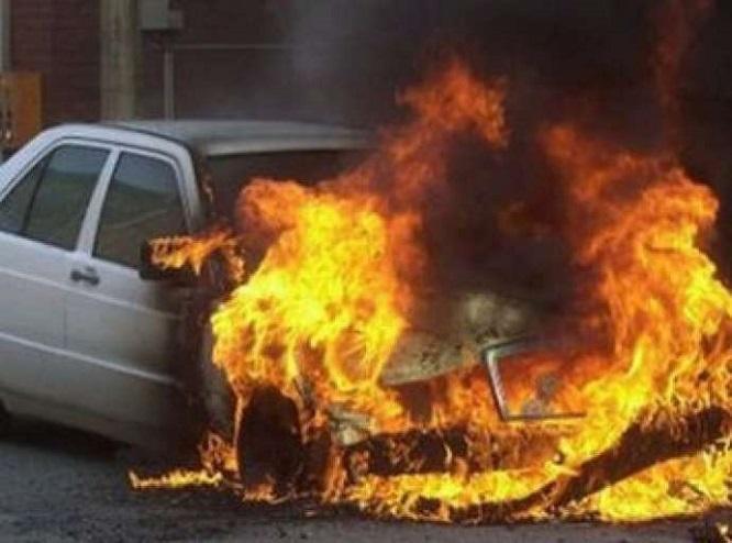 Bakıda iki minik avtomobili toqquşdu, biri yandı