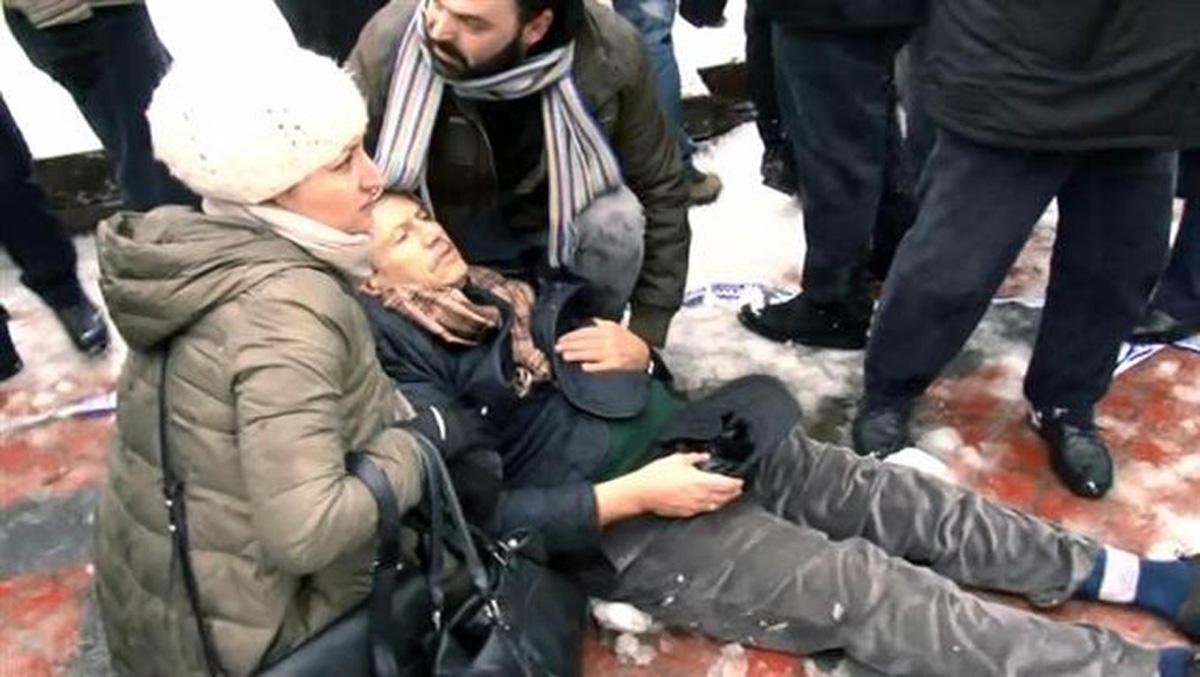 İstanbulda cənazə namazında qəza: 3 ölü, 10 yaralı (FOTO/VİDEO) (YENİLƏNİB-2)