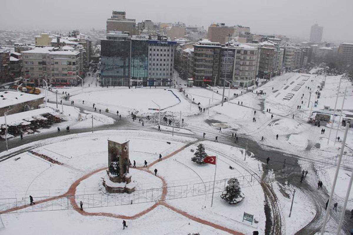 İstanbulda qar: gözəllik, yoxsa problemlər... (FOTO)