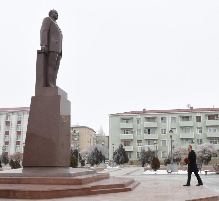 Ilham Aliyev pays tribute to national leader in Nakhchivan (PHOTO)