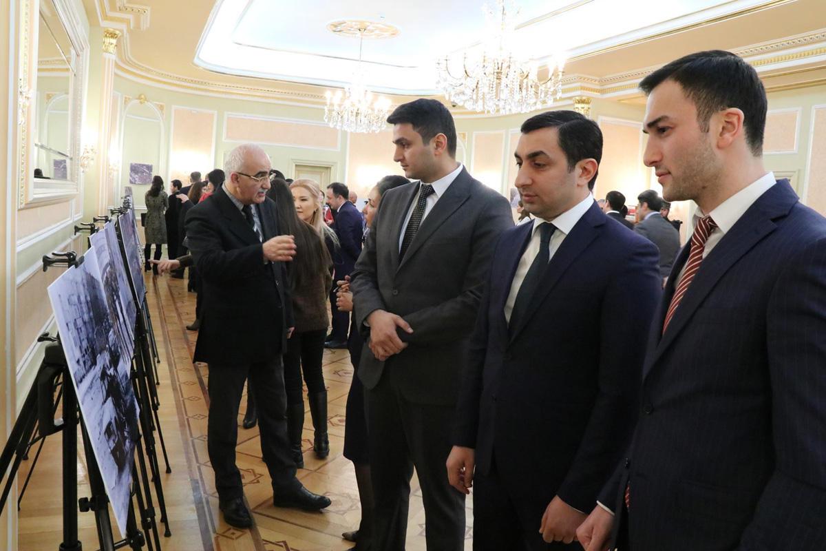 """Astanada """"Qara yanvar – müstəqilliyə doğru yol"""" adlı fotosərgi keçirilib (FOTO)"""
