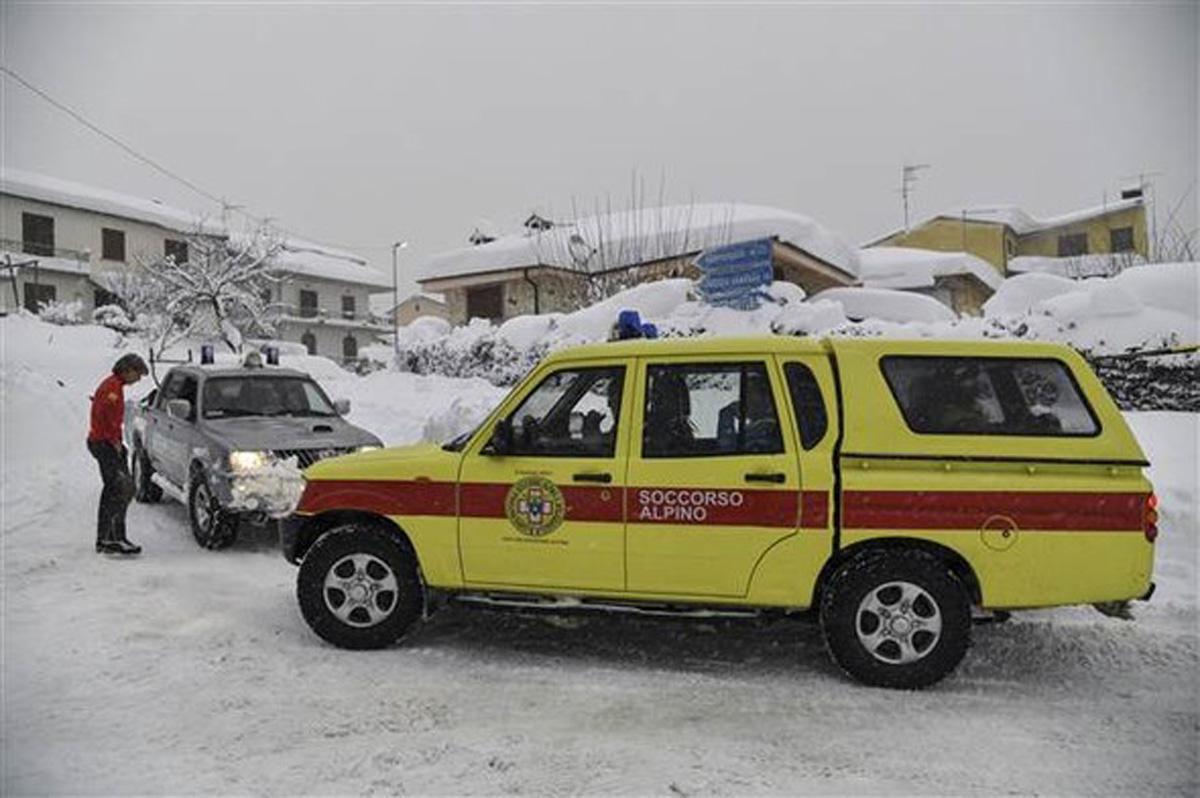 İtaliyada hotel qar uçqunu altında qaldı - 30 ölü (FOTO)