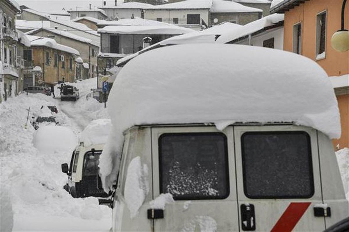 İtalya'da çığ faciası: 30 kişi öldü