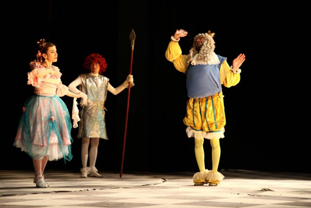 Gənc Tamaşaçılar Teatrı 7 tamaşa ilə tamaşaçıların görüşünə gələcək  (FOTO)
