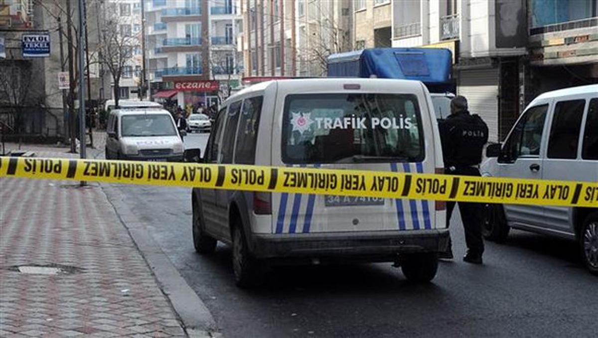 İstanbulda polis avtomobili atəşə tutulub (FOTO/VİDEO)