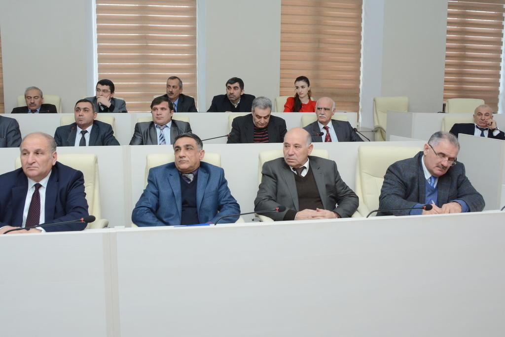 """UNEC-də elmi seminar: """"Azərbaycan iqtisadiyyatı son bir ildə"""" (FOTO)"""