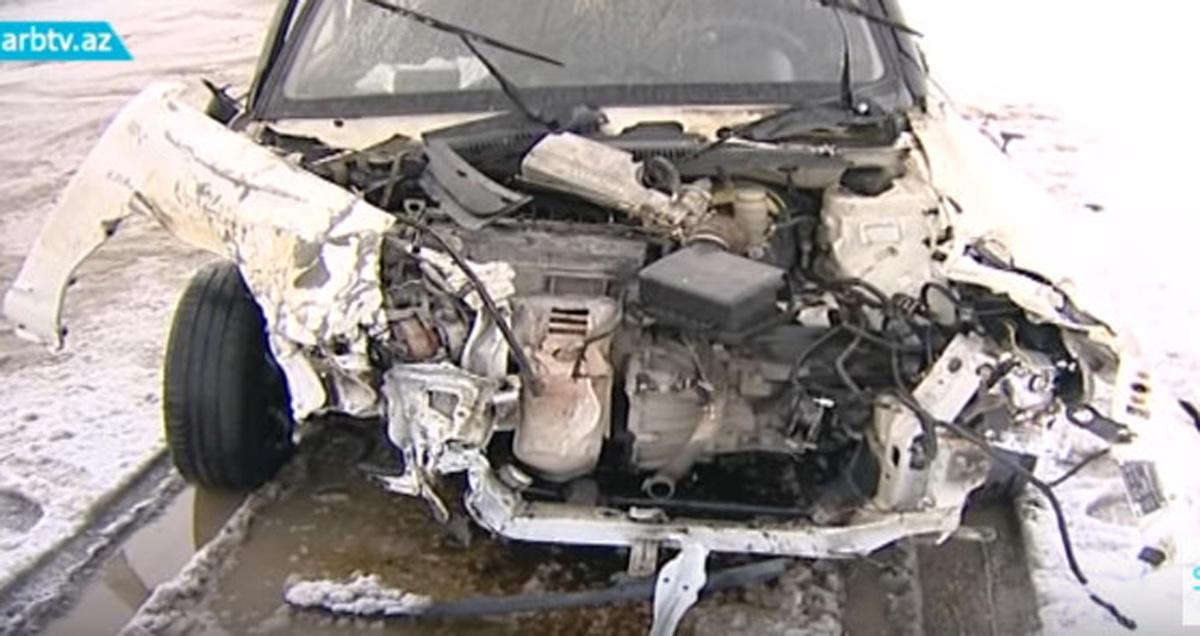 Buzlu yol qəzaya səbəb oldu - 1 ölü, 1 yaralı (FOTO/VİDEO)