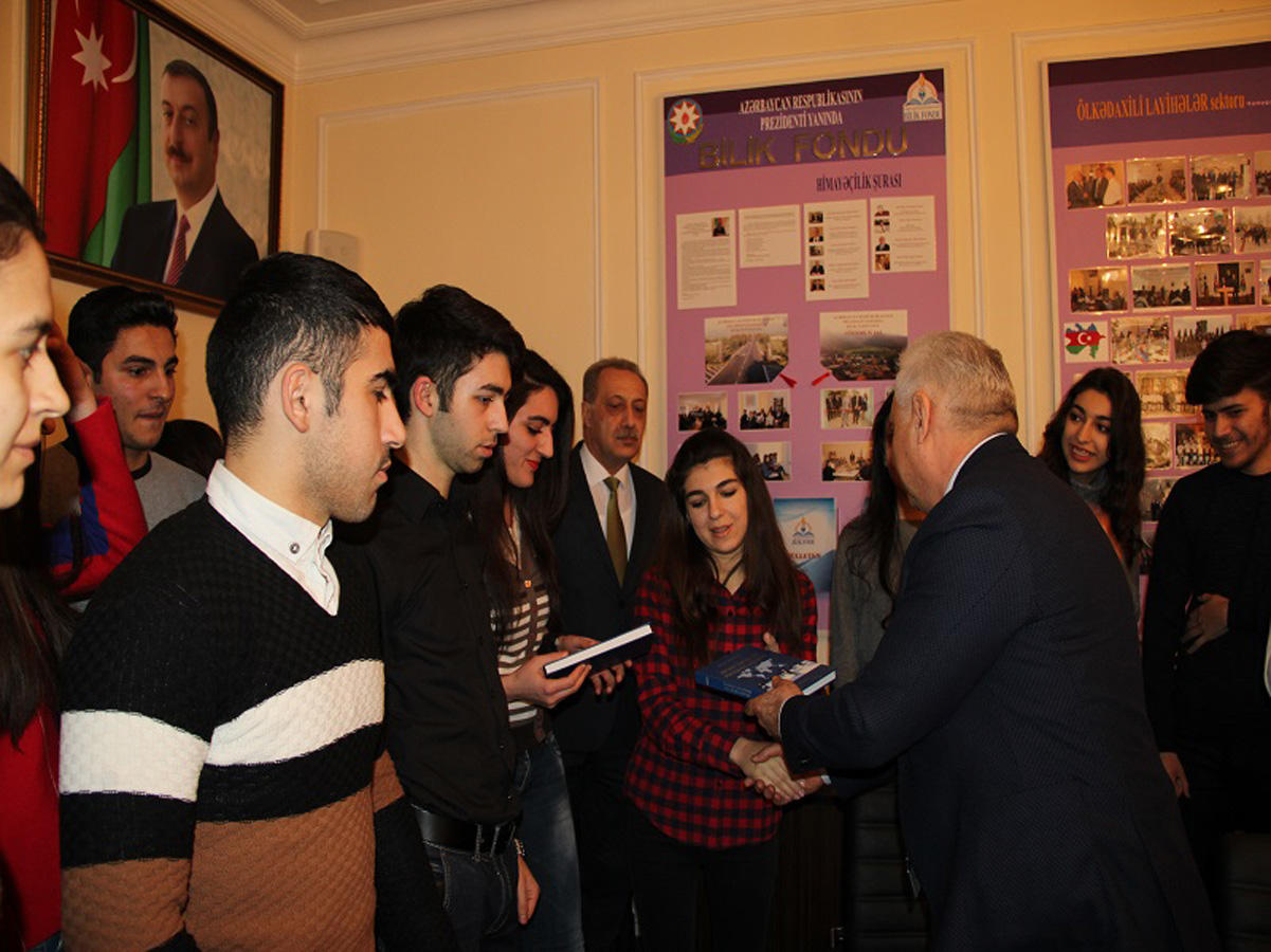 """Bilik Fondunda Hikmət Babaoğlu ilə """"İmzalı görüş""""   (FOTO)"""