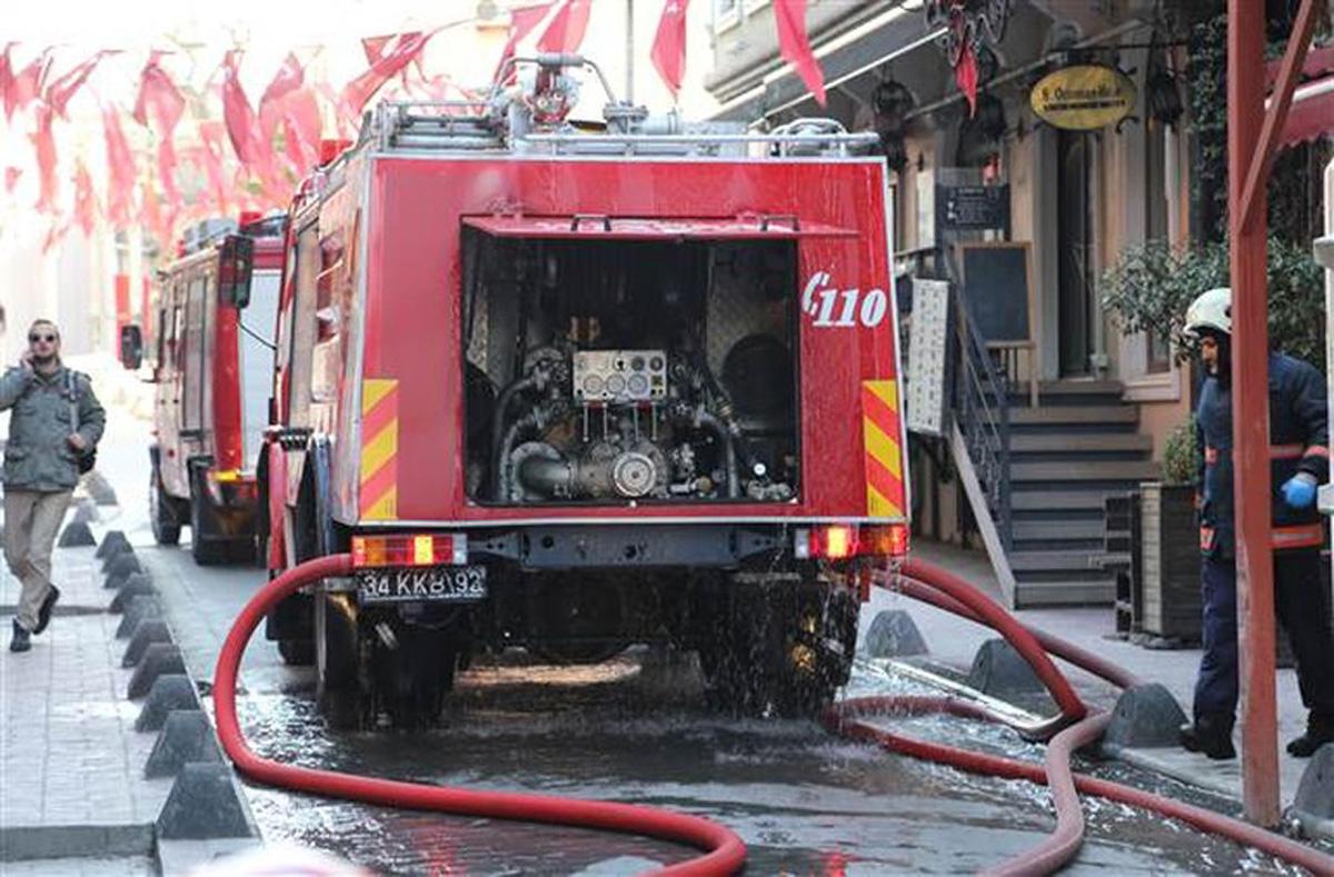 İstanbulun mərkəzində yanğın: zəhərlənənlər var (FOTO/VİDEO)