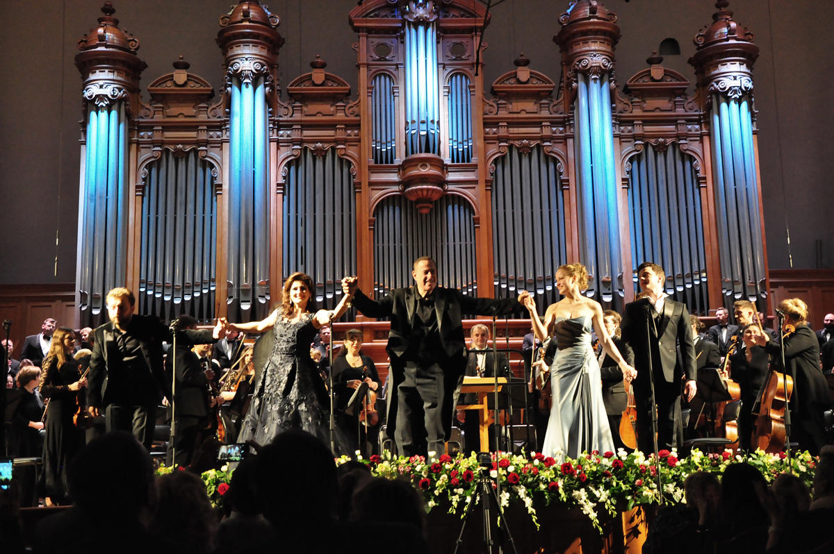 Заслуженная артистка Азербайджана подарила Москве настоящий праздник (ФОТО)