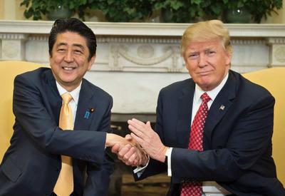 Трамп и Абэ обсудят в Вашингтоне ситуацию вокруг КНДР