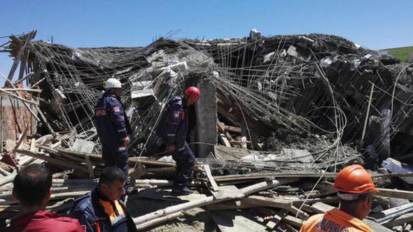 Türkiyədə daha bir PARTLAYIŞ - Yaşayış binası dağıldı