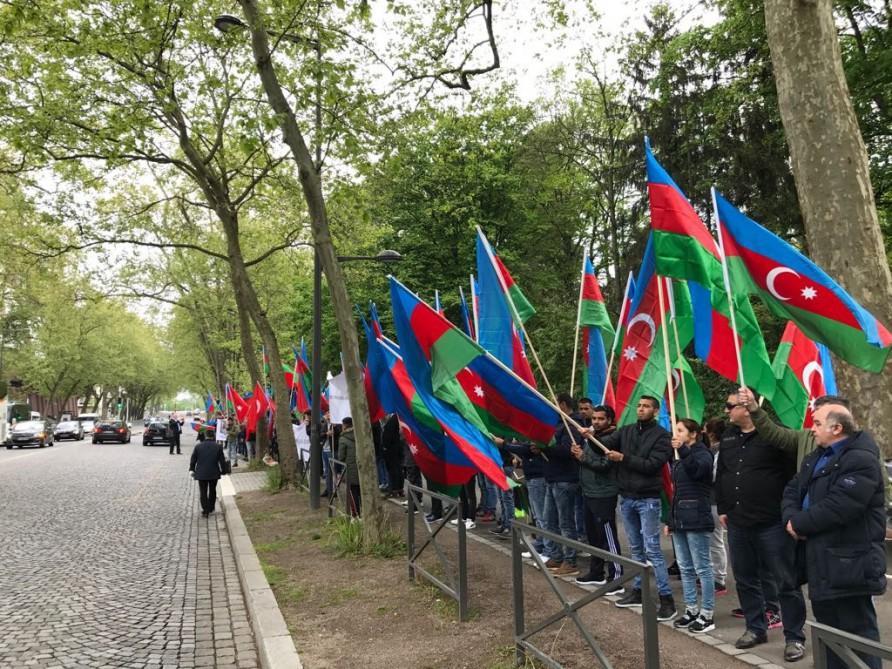 Azərbaycan diasporu Strasburqda Türkiyəyə dəstək aksiyası keçirib (FOTO)