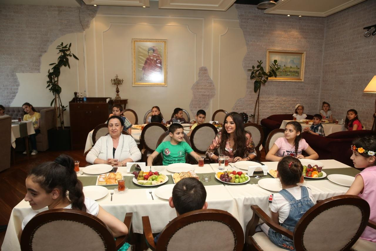 Heydər Əliyev Fondunun vitse-prezidenti Leyla Əliyeva 2 saylı uşaq evinin sakinləri ilə görüşüb (FOTO)