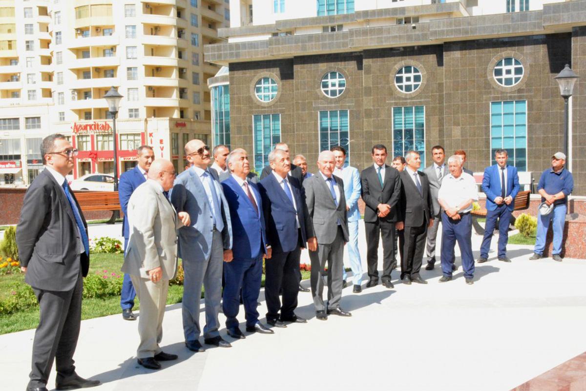 Mikayıl Müşfiqin doğum günündə abidəsi ziyarət olunub (FOTO)