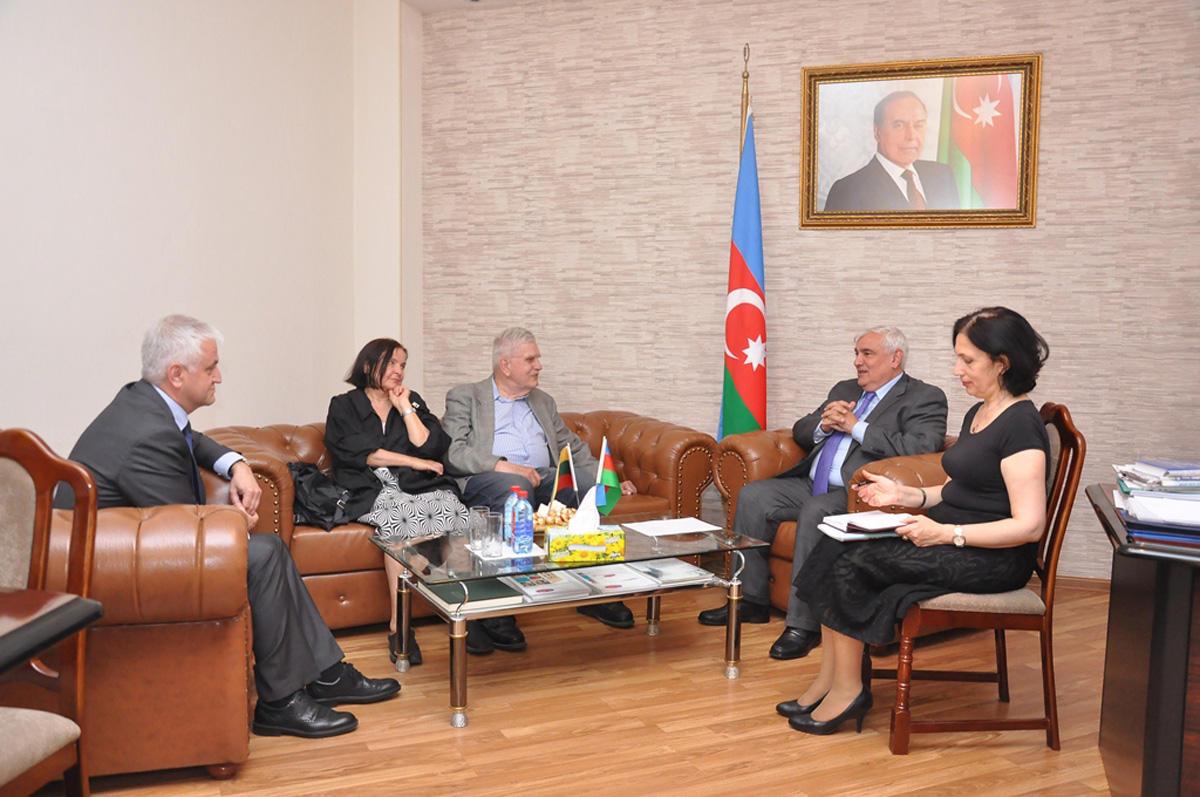 ADU-nun rektoru Kamal Abdulla Litva səfiri və yazıçısı ilə görüşüb (FOTO)