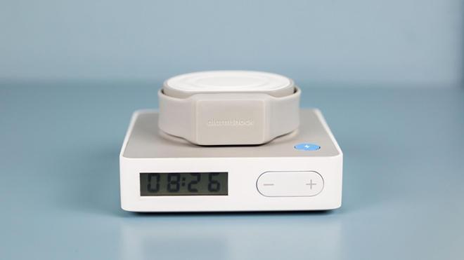 Yuxudan oyatmaq üçün elektrik şok ötürən saat istehsal edilib (FOTO)
