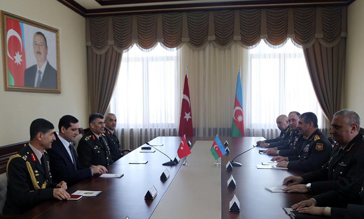 Türkiyə Quru Qoşunlarının komandanı Azərbaycanın medalı ilə təltif edilib (FOTO)