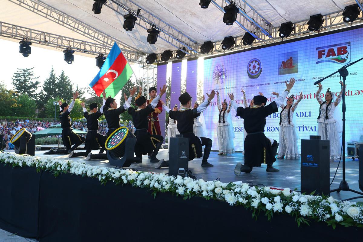 Binəqədidə Milli Qurtuluş Günü münasibətilə I respublika rəng festivalının finalı keçirilib (FOTO)