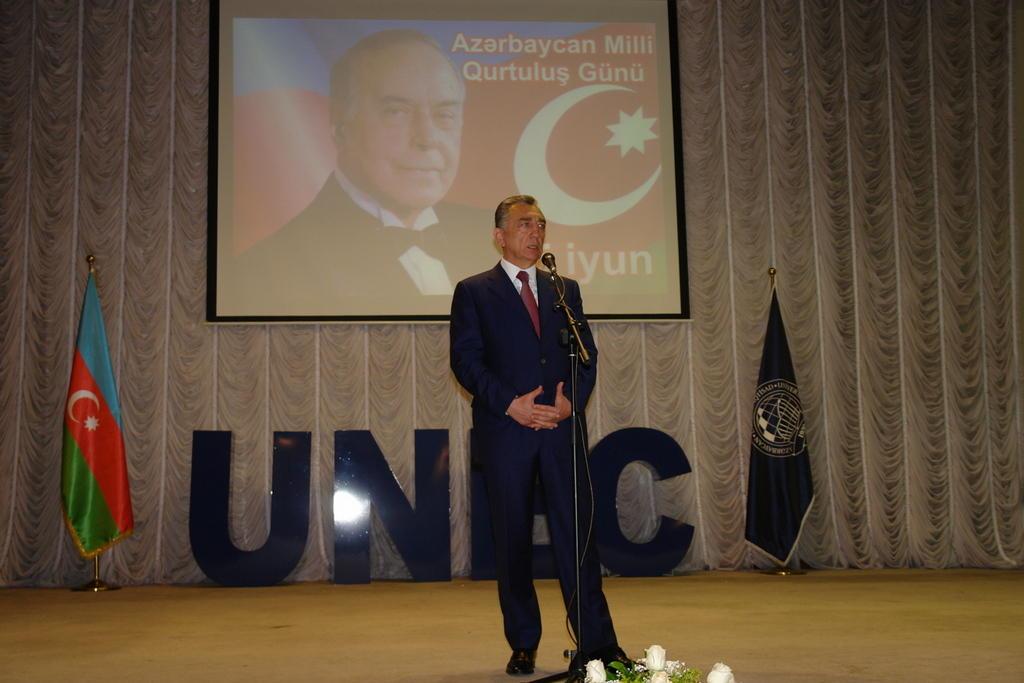 """UNEC-də konfrans: """"Milli qurtuluşa aparan yol"""" (FOTO)"""