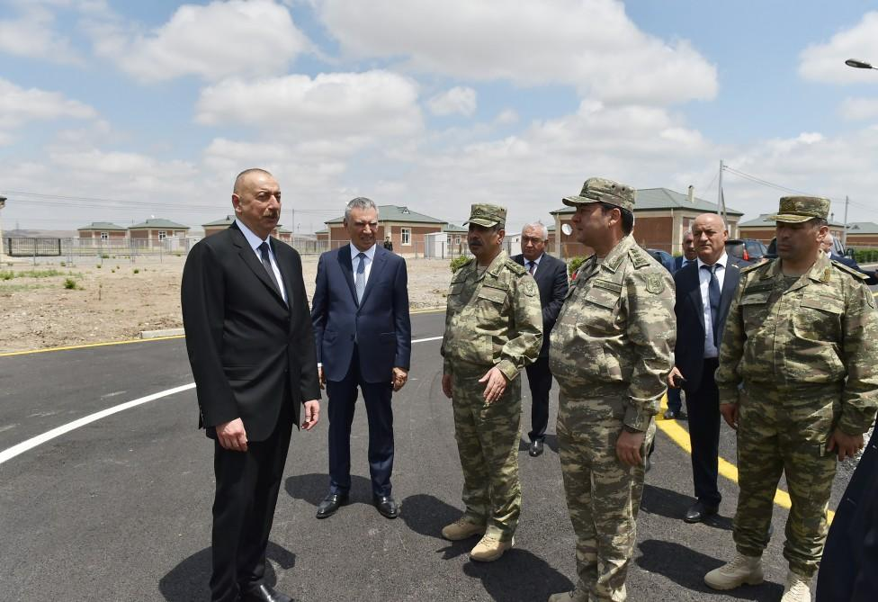Prezident İlham Əliyev Cocuq Mərcanlı kəndinin ərazisini gəzib (FOTO)